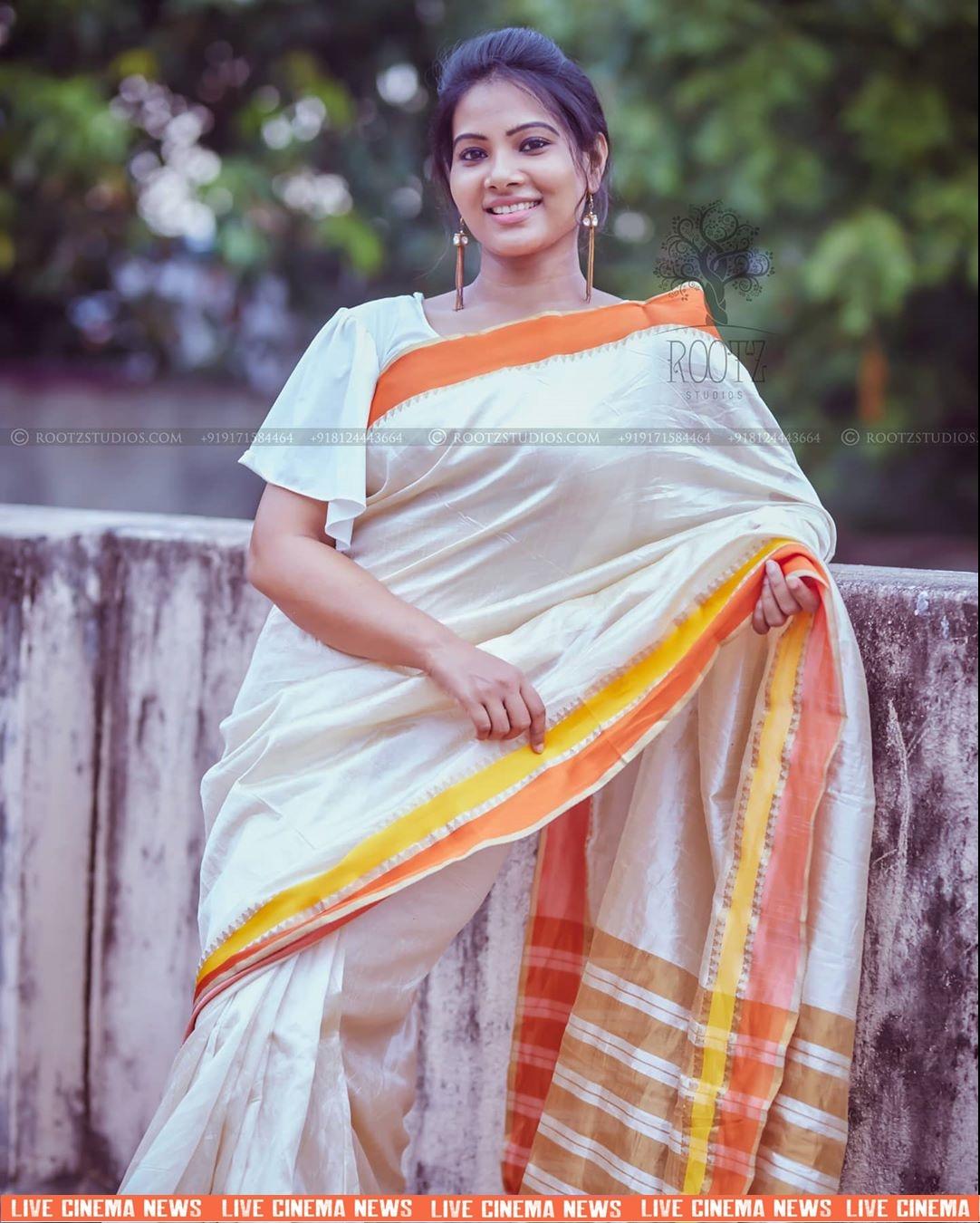 dhivya dhuraisamy homely saree photos (21)