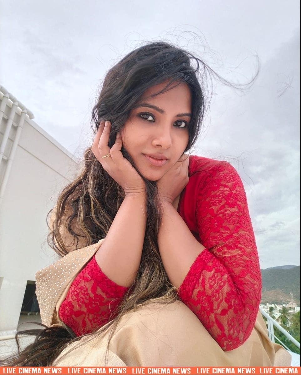 dhivya dhuraisamy homely saree photos (24)