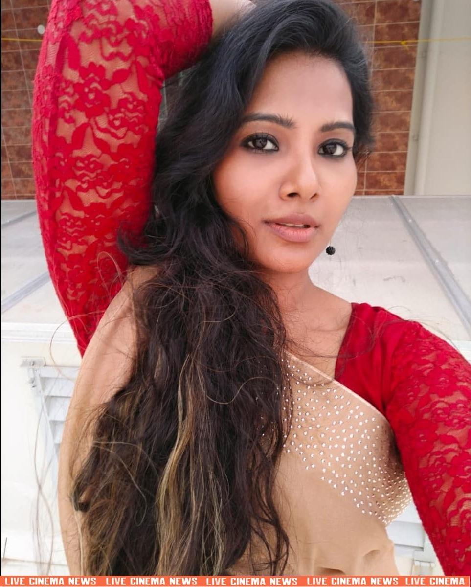 dhivya dhuraisamy homely saree photos (25)