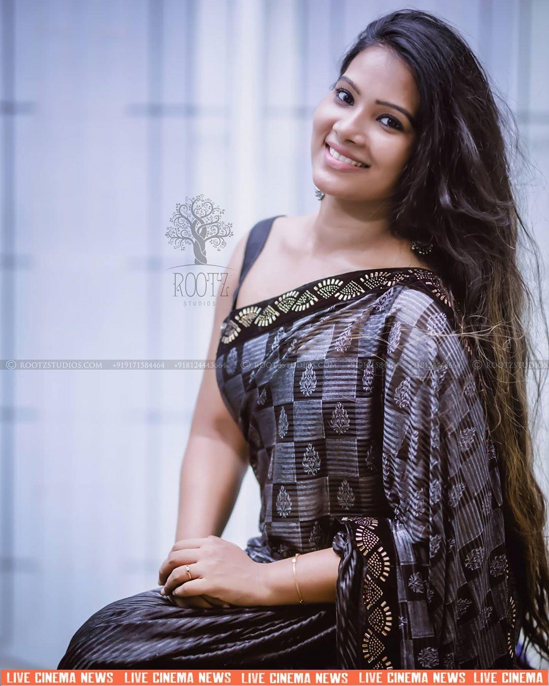 dhivya dhuraisamy homely saree photos (3)