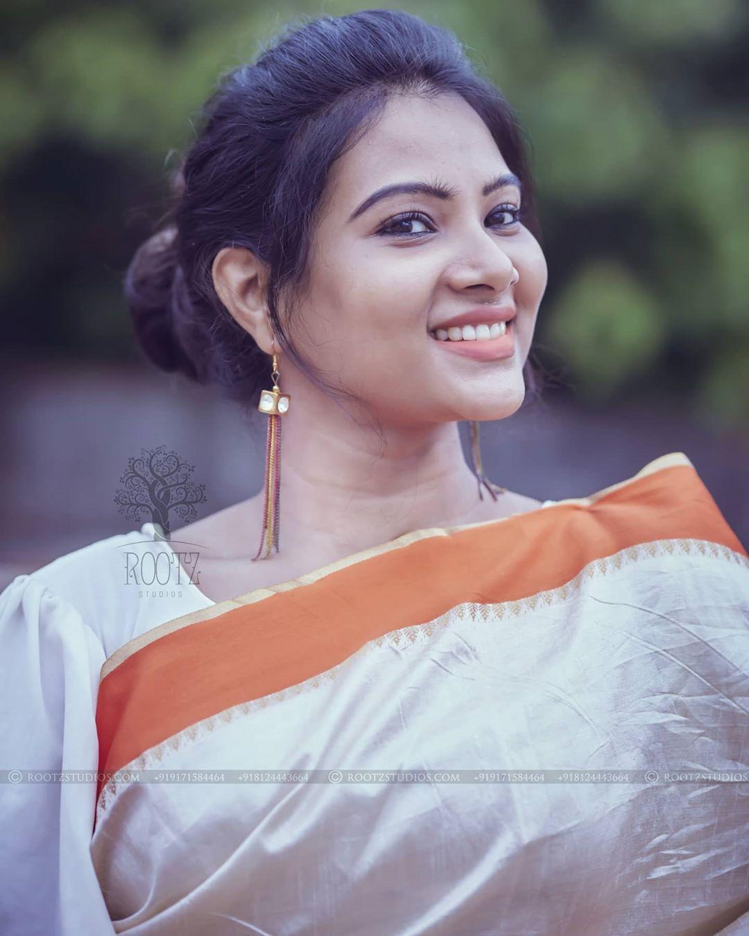 dhivya dhuraisamy homely saree photos (6)