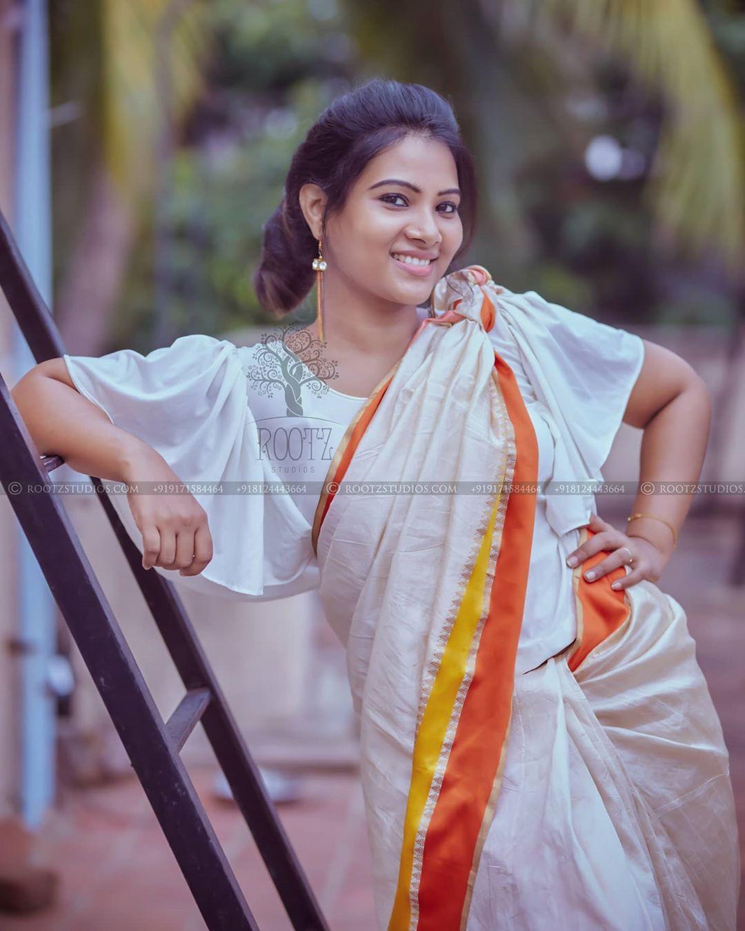 dhivya dhuraisamy homely saree photos (7)