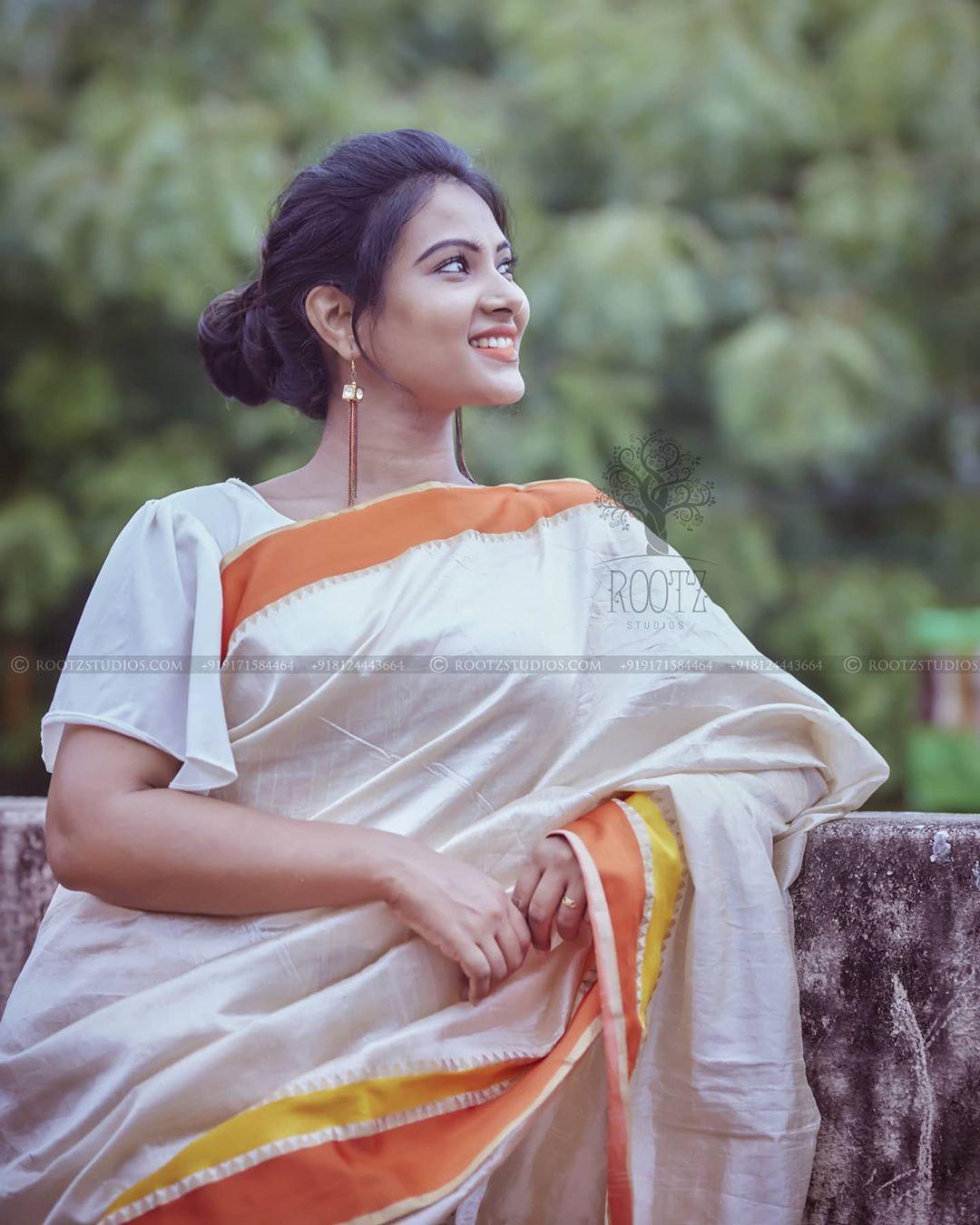 dhivya dhuraisamy homely saree photos (9)