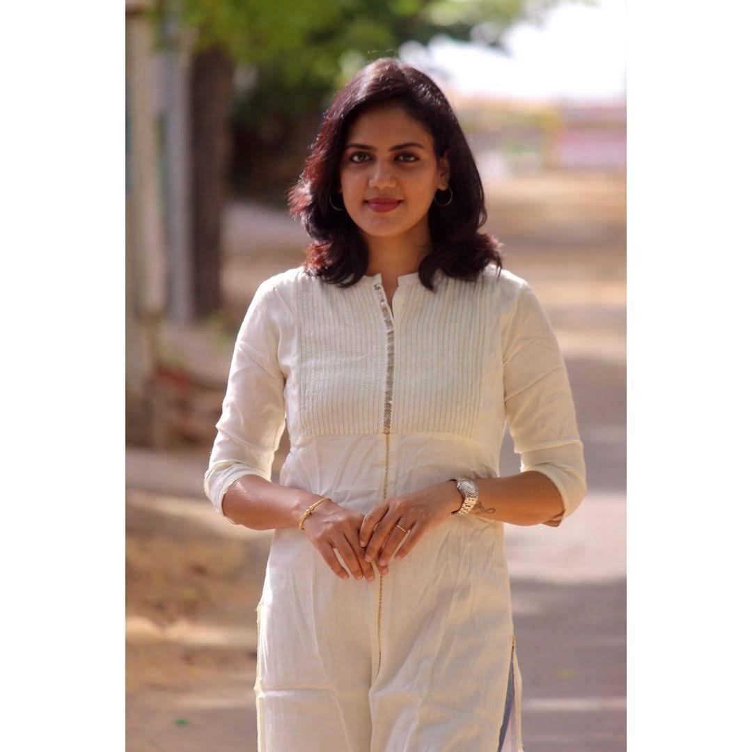news-anchor-panimalar-27
