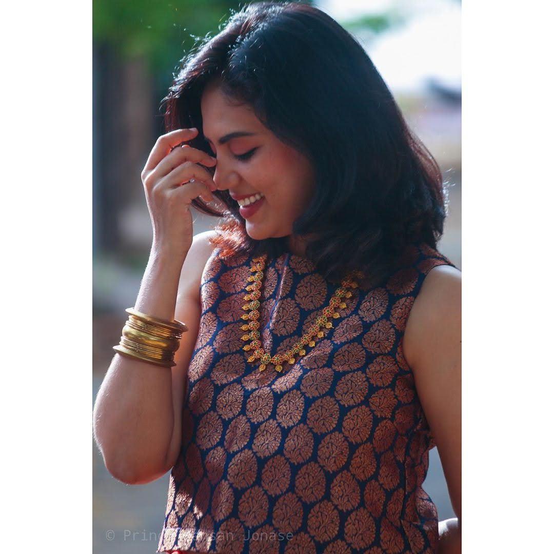 news-anchor-panimalar-54