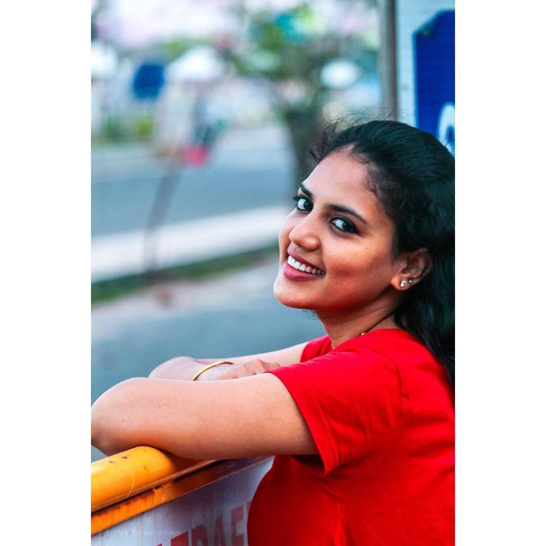 news-anchor-panimalar-74