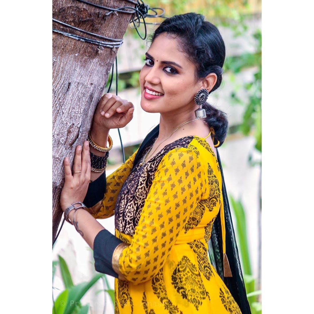news-anchor-panimalar-92
