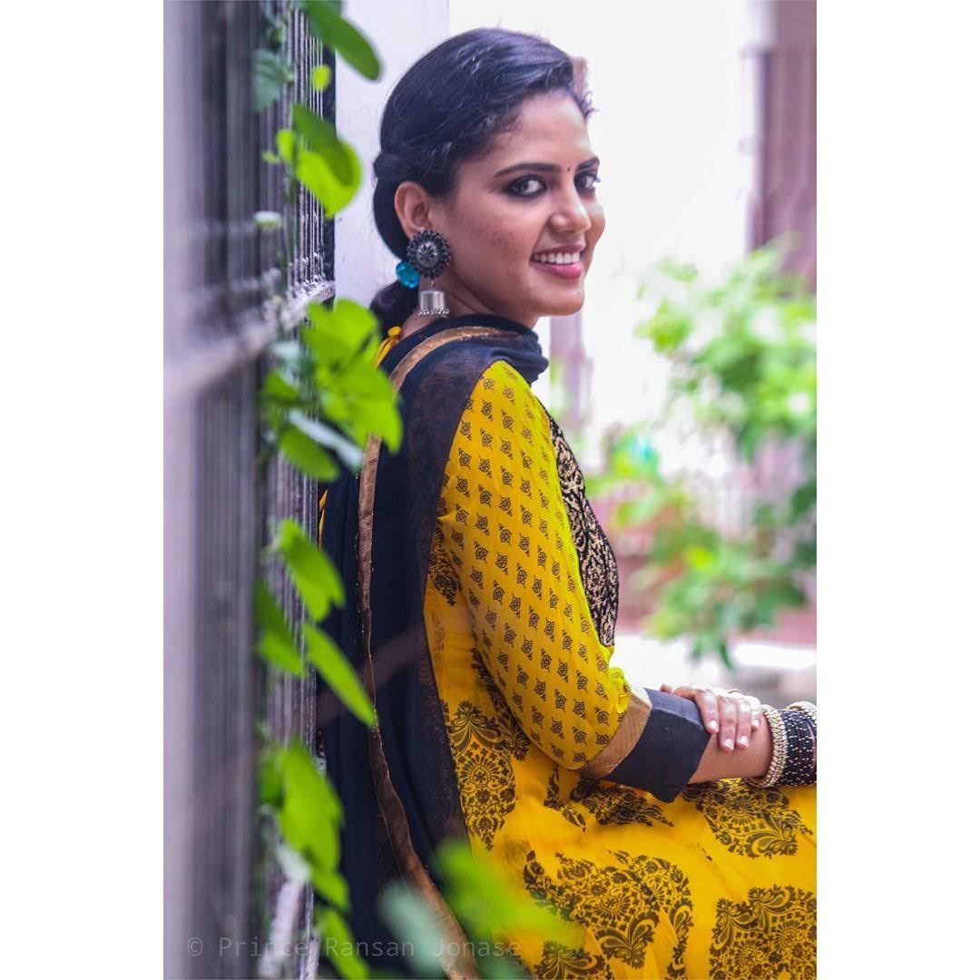 news-anchor-panimalar-93