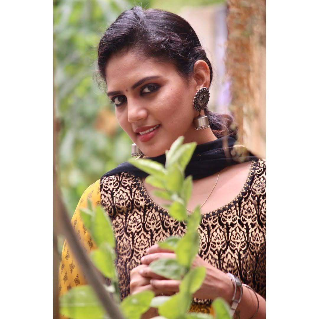 news-anchor-panimalar-94