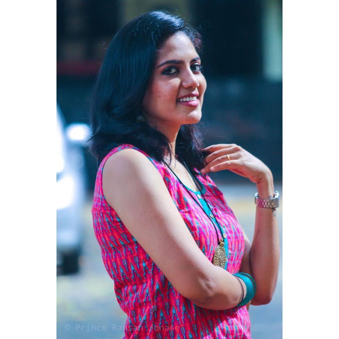 news-anchor-panimalar-97