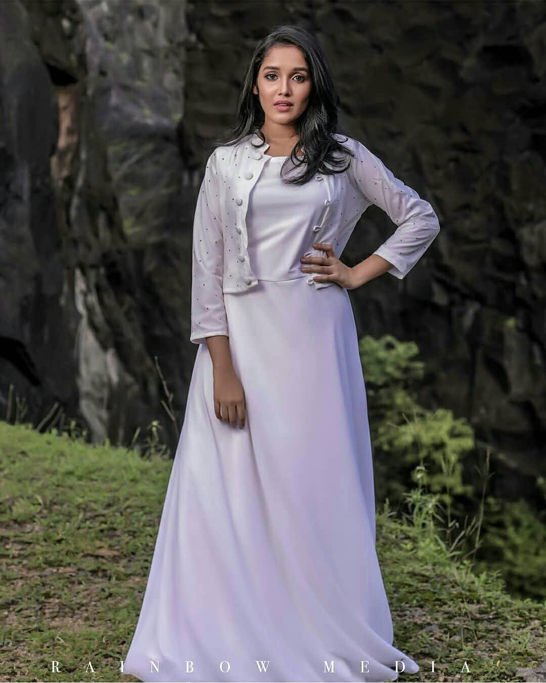 Anikha-Surendran-18