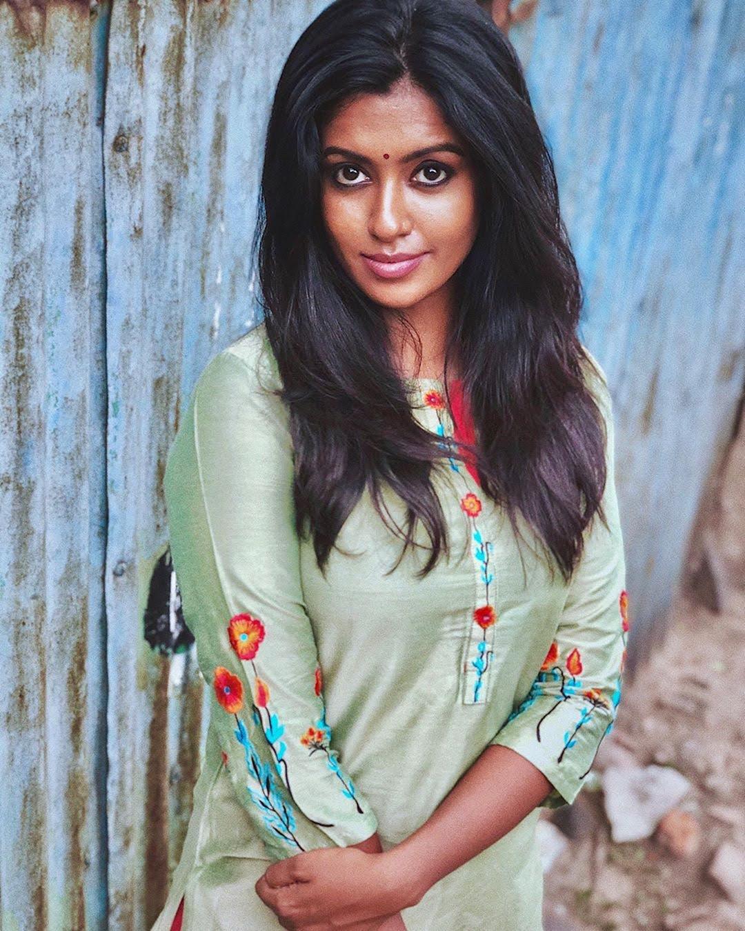 Bharathi-Kannamma-Serial-Actress-Roshini-Haripriyan-108