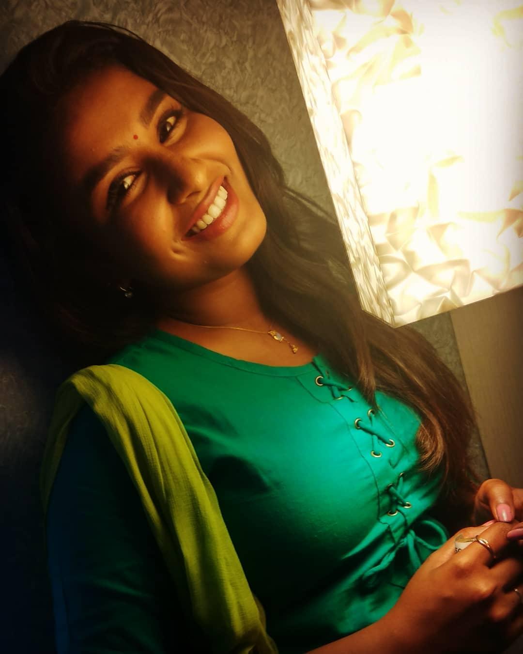 Poove-Poochudava-Reshma-10