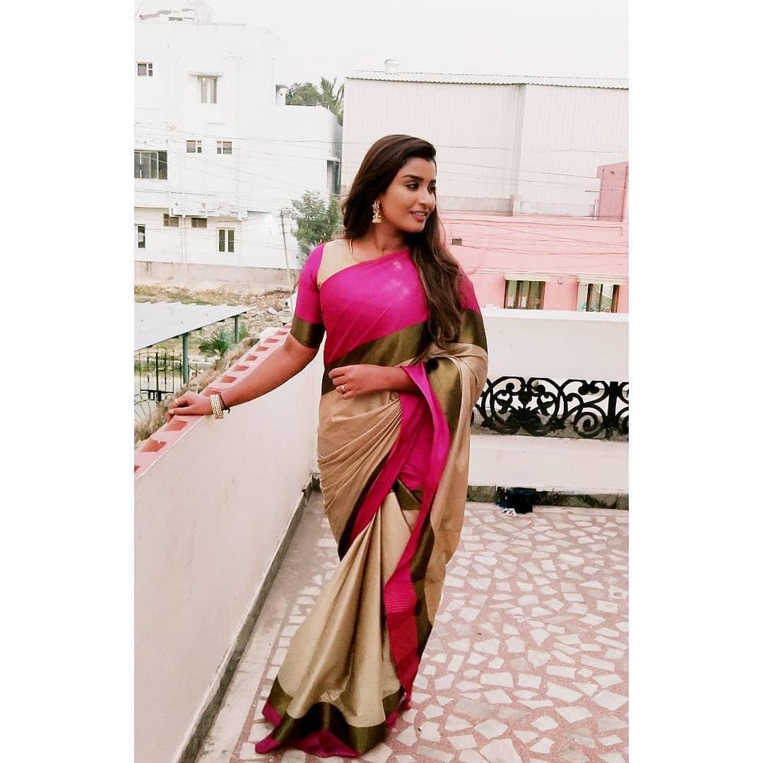 Poove-Poochudava-Reshma-18