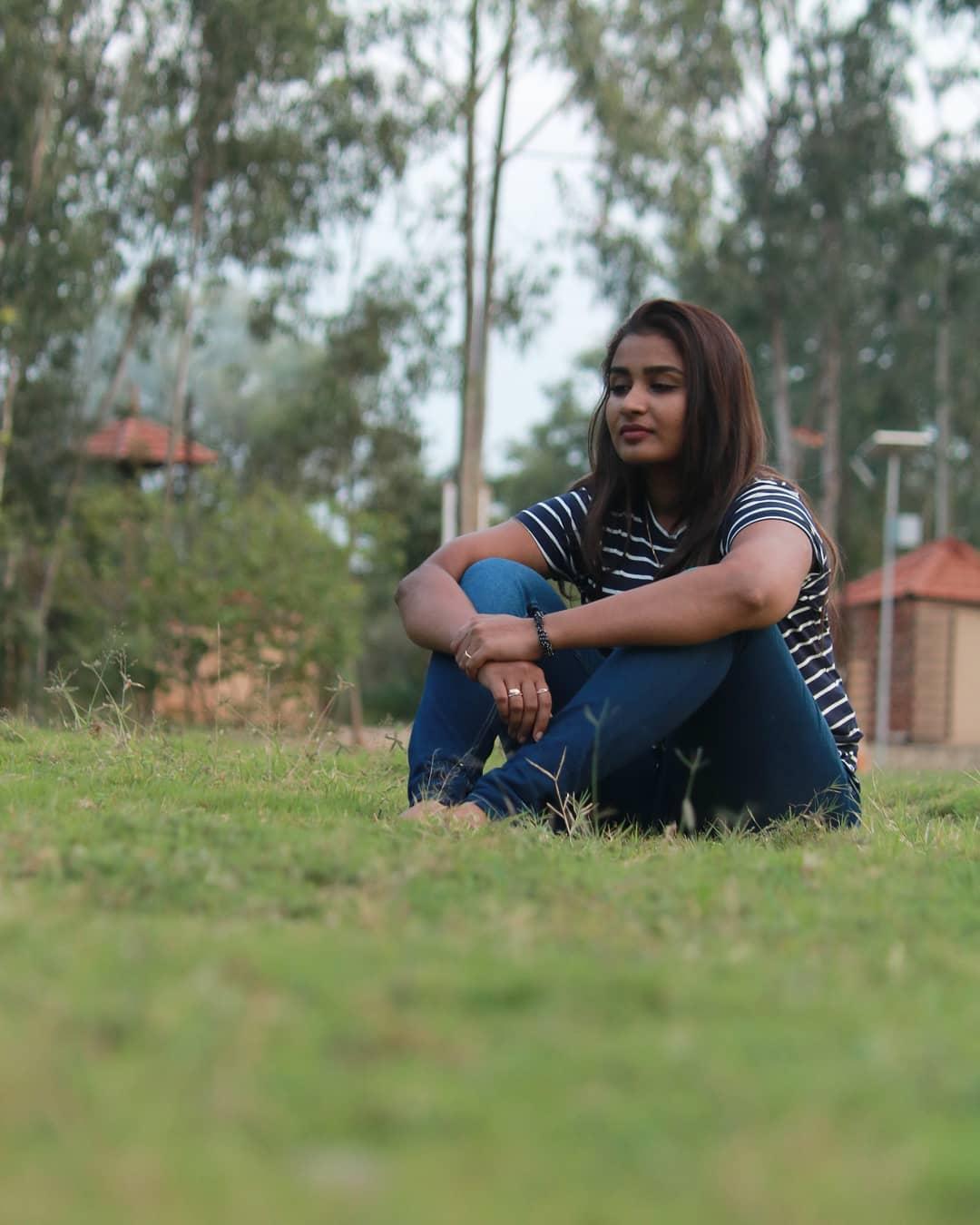 Poove-Poochudava-Reshma-21