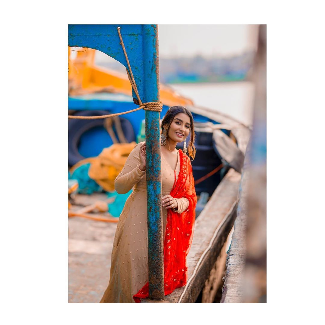 Poove-Poochudava-Reshma-23