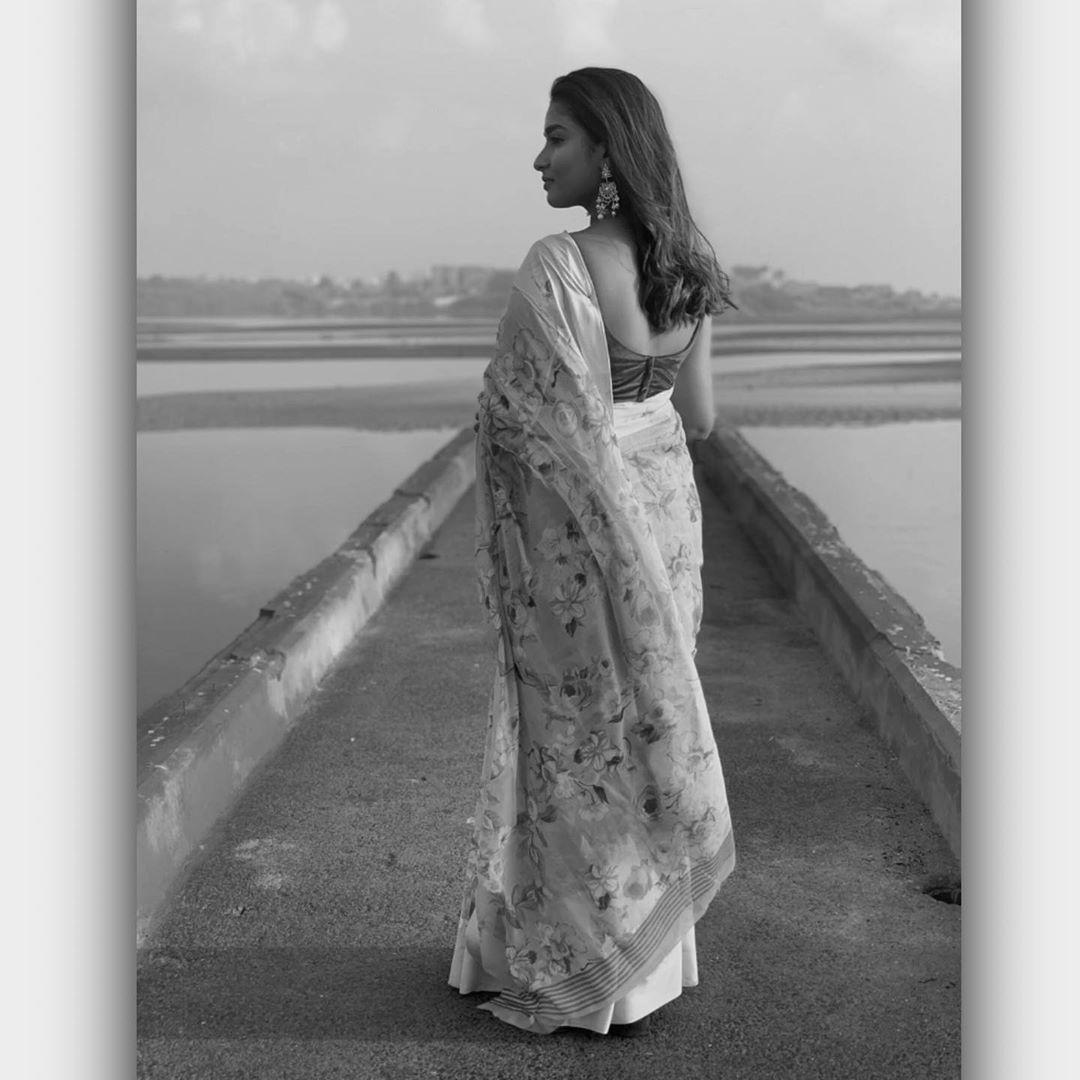 Poove-Poochudava-Reshma-27