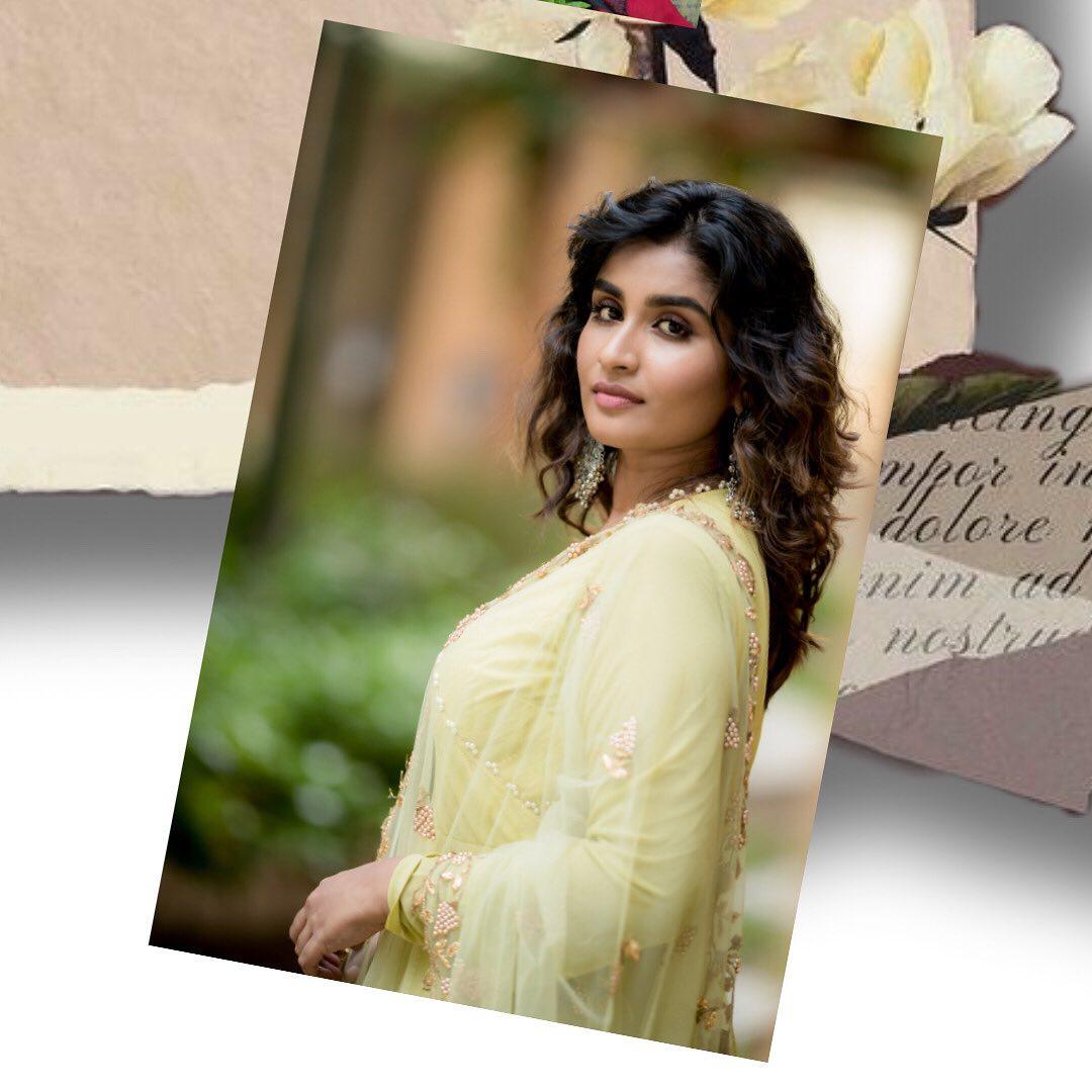 Poove-Poochudava-Reshma-28