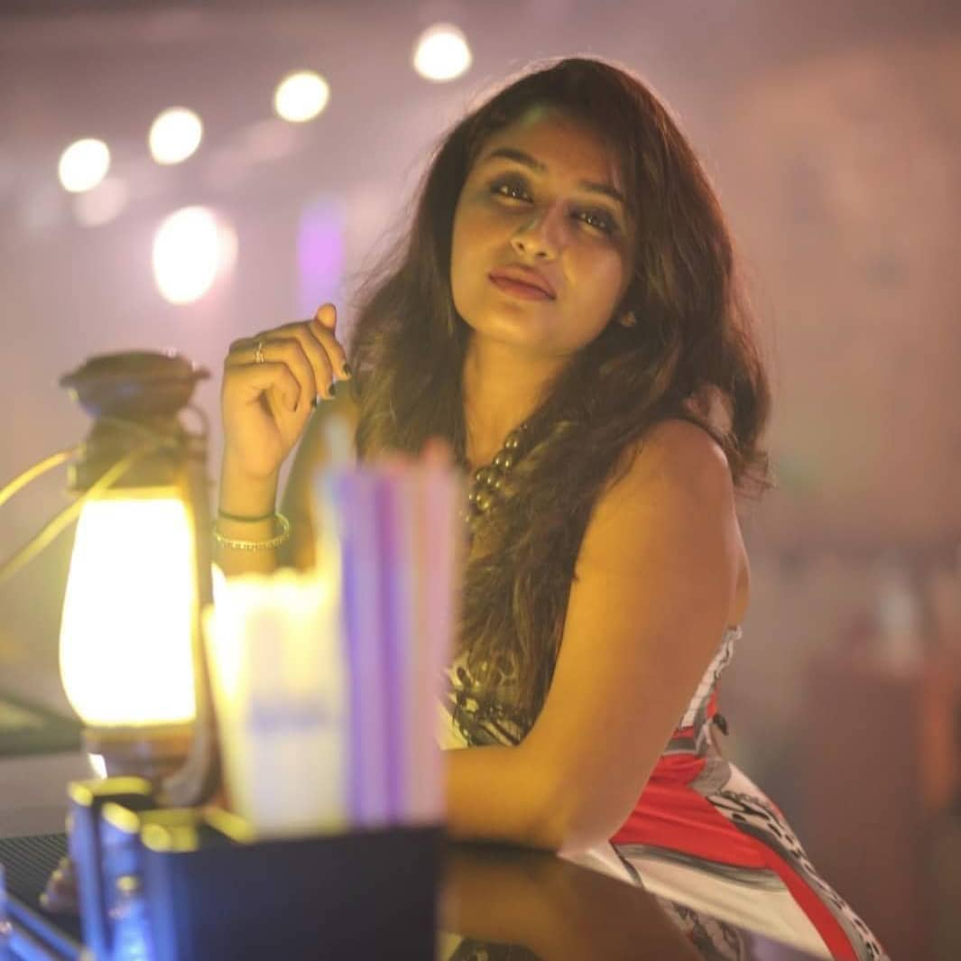 Poove-Poochudava-Reshma-3