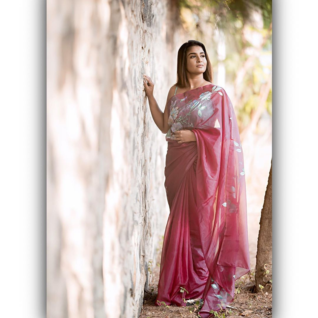 Poove-Poochudava-Reshma-37