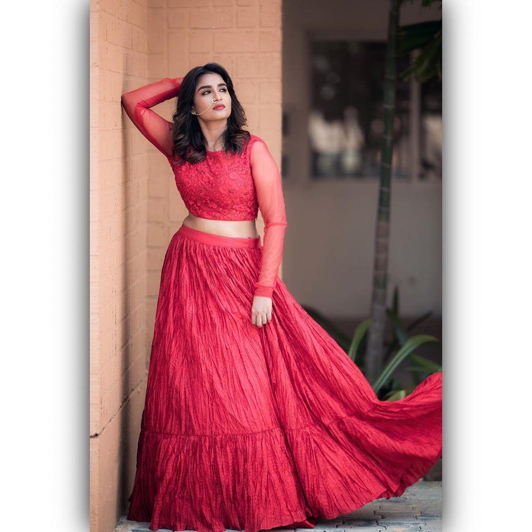 Poove-Poochudava-Reshma-38