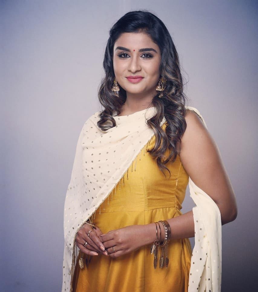 Poove-Poochudava-Reshma-4