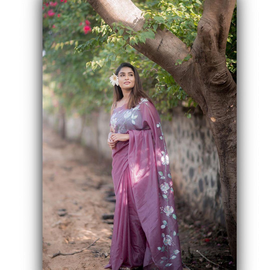 Poove-Poochudava-Reshma-43