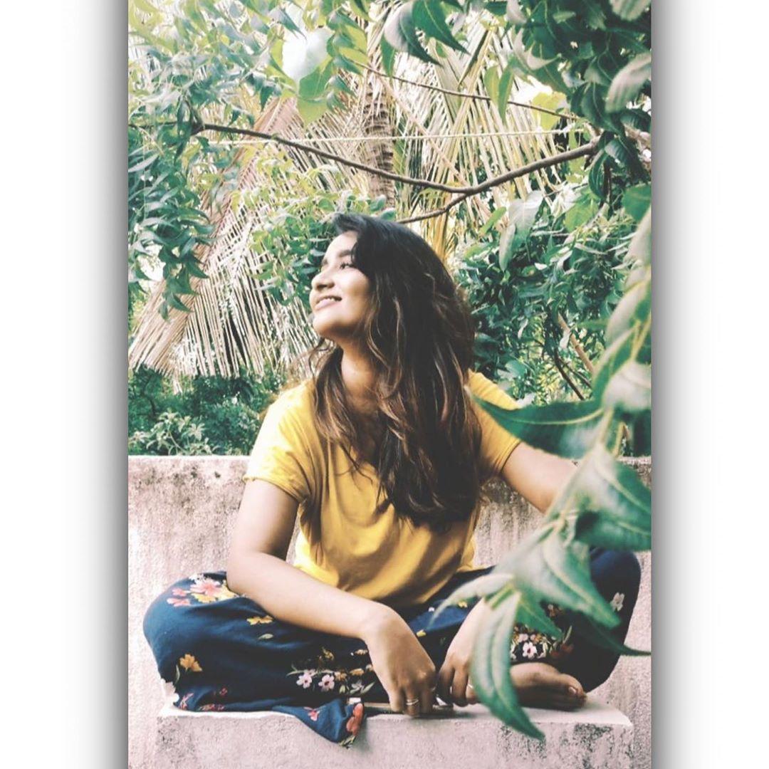 Poove-Poochudava-Reshma-45