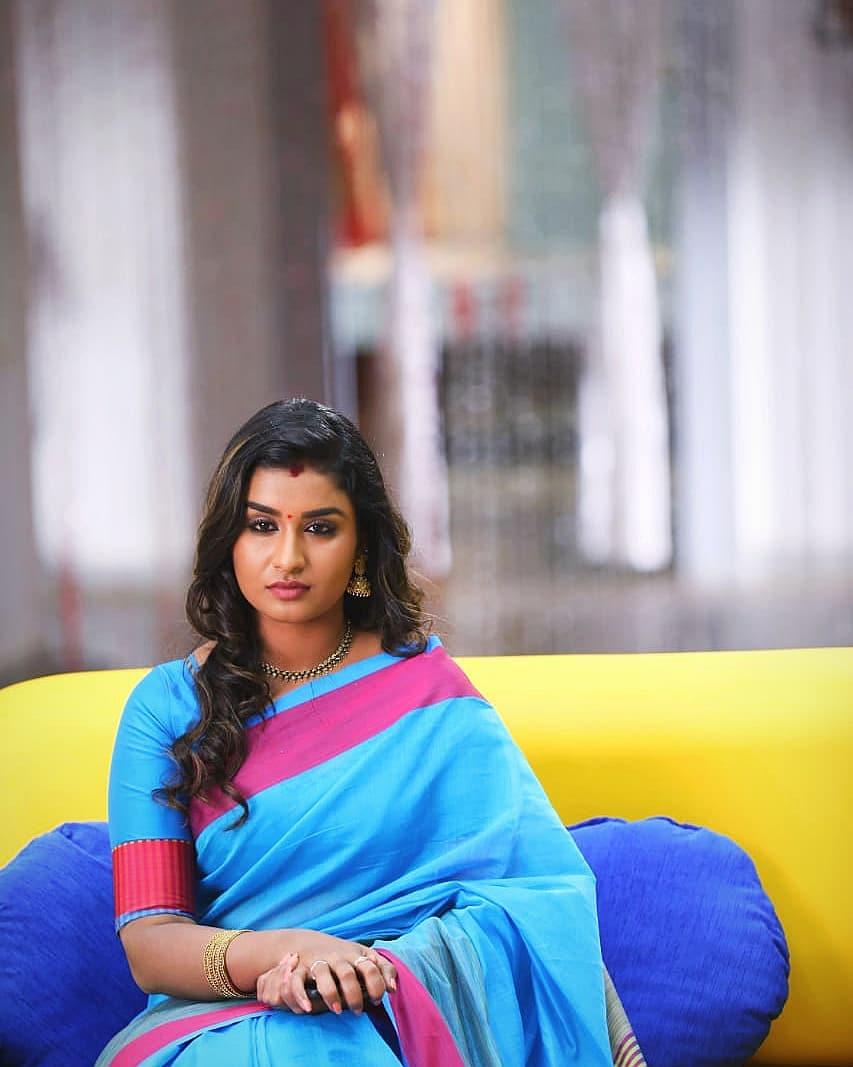 Poove-Poochudava-Reshma-8
