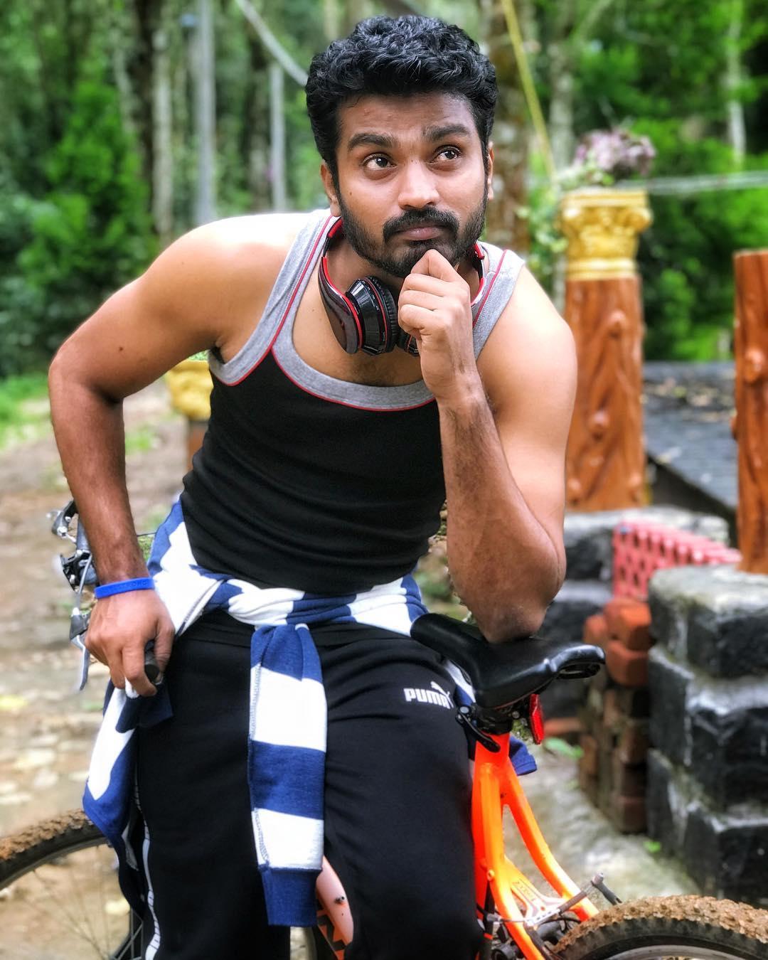 Sidhu-Thirumanam-Serial-Hero-42