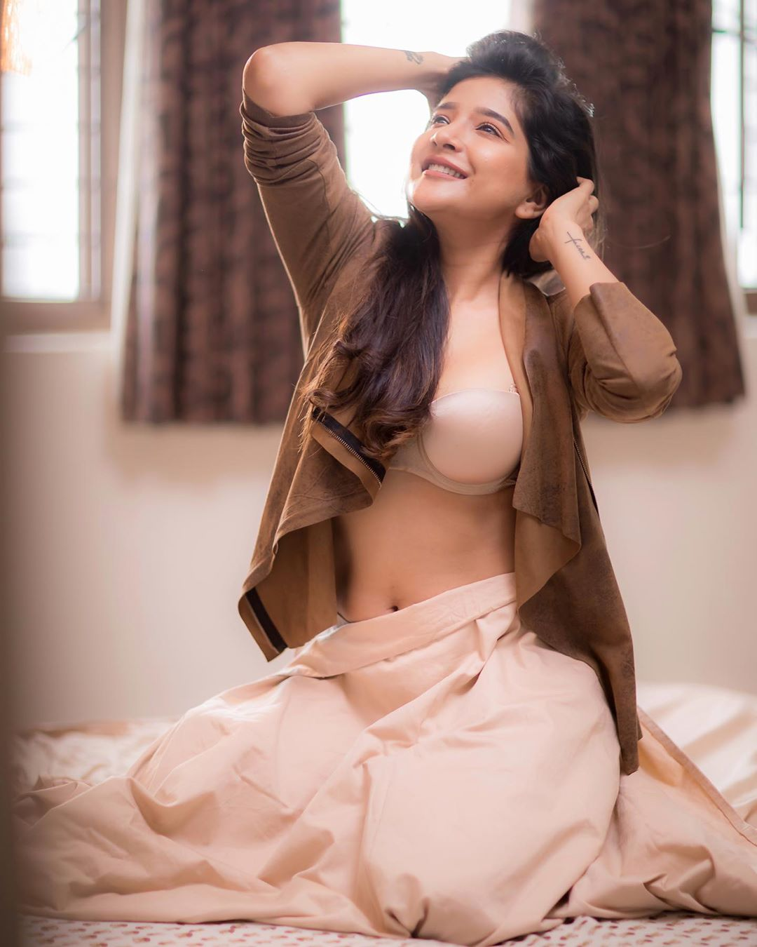 Sakshi Agarwal Stunning Stills From Latest Photoshoot