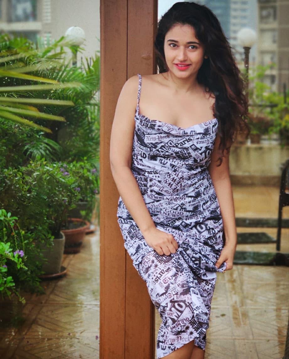 Actress Poonam Bajwa Instagram HD Photos (17)