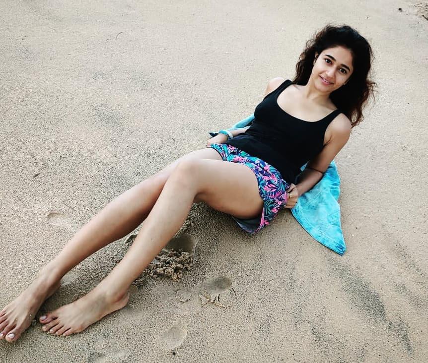Actress Poonam Bajwa Instagram HD Photos (19)