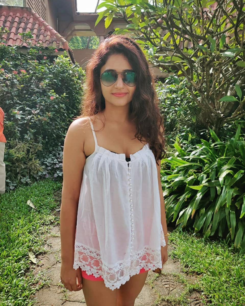 Actress Poonam Bajwa Instagram HD Photos (21)