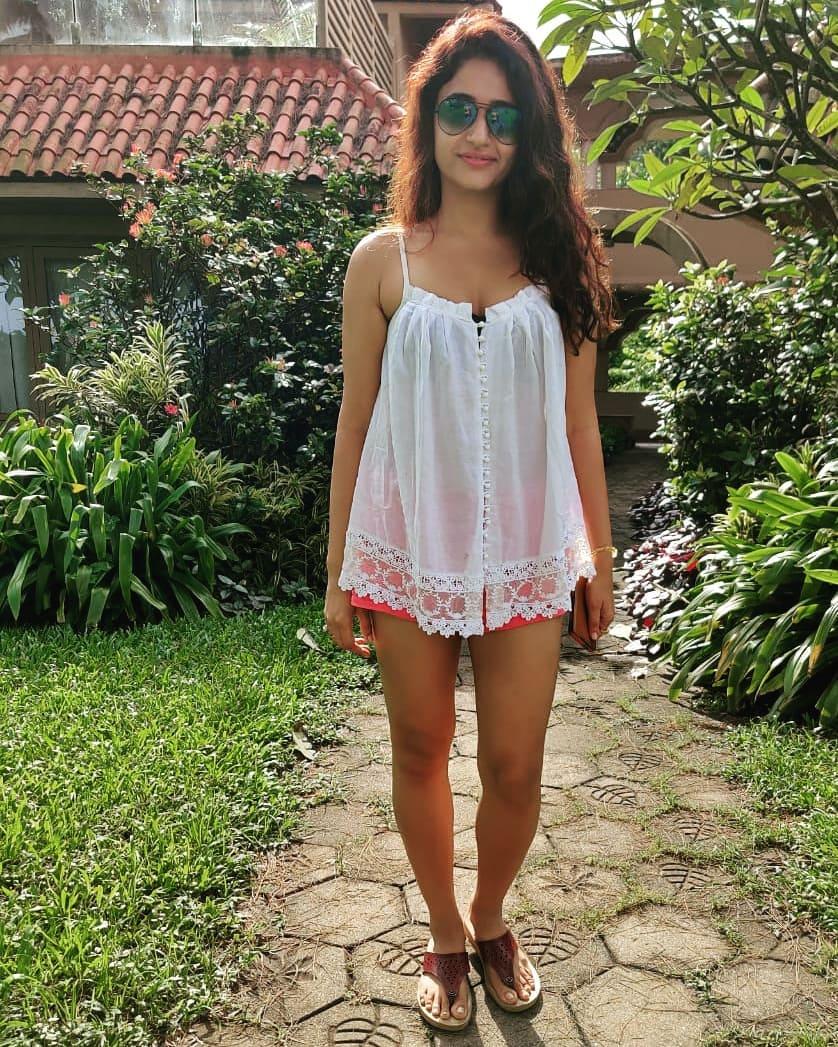 Actress Poonam Bajwa Instagram HD Photos (23)