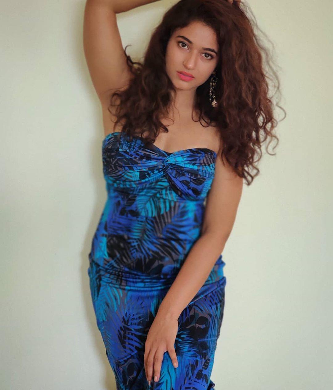 Actress Poonam Bajwa Instagram HD Photos (3)