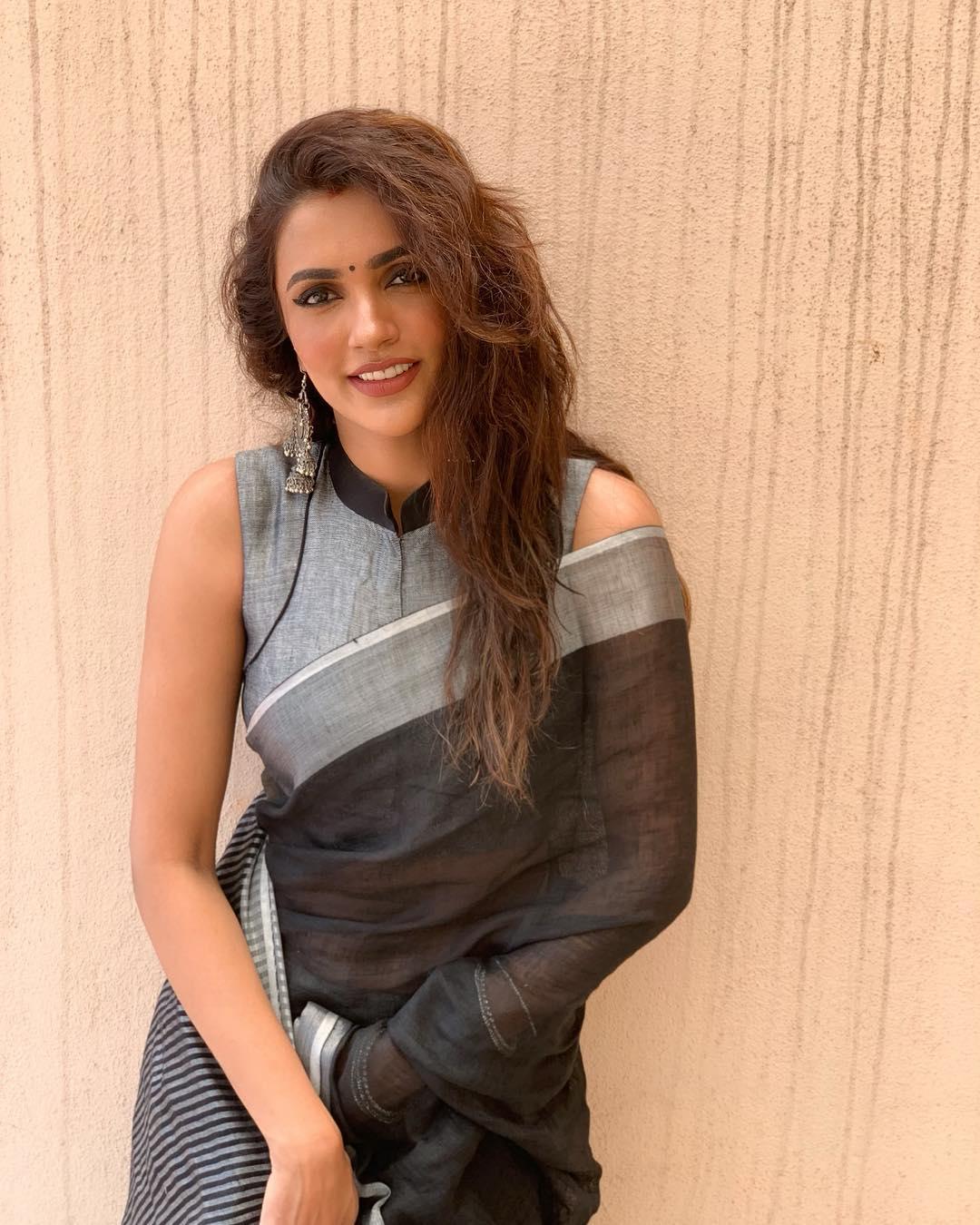 Akshara Gowda Latest Saree Photos (2)
