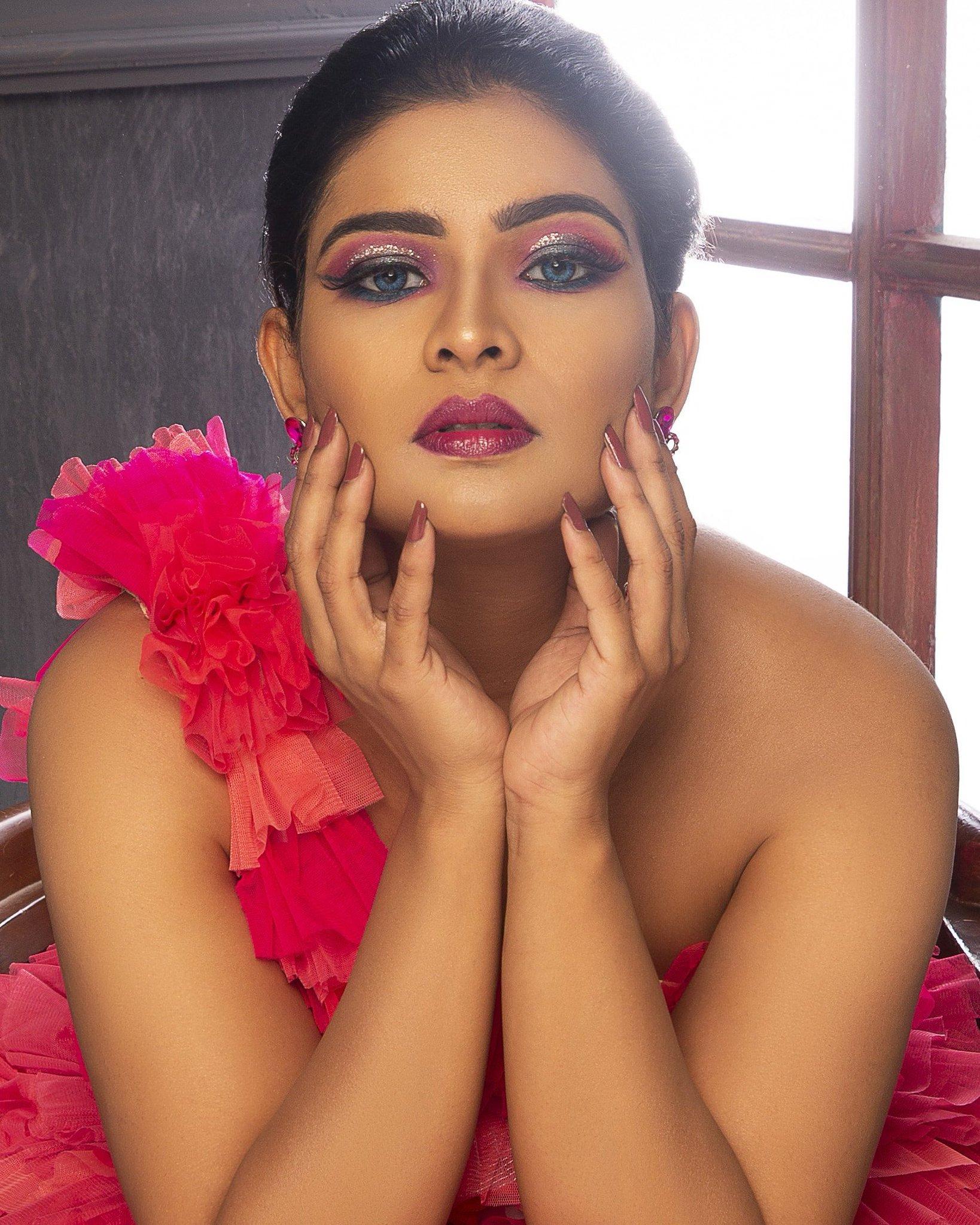 Tv Anchor Vj Maheshwari New Stills