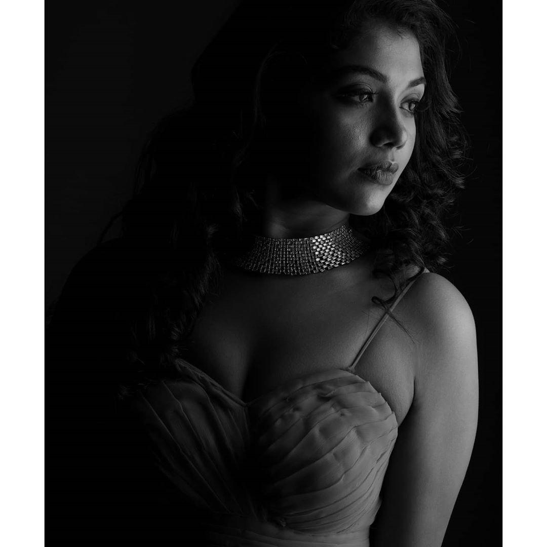 Riythvika Instagram Photos hd (1)