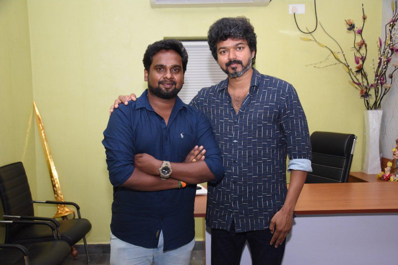 Actor Vijay meets Iyakkam office bearers and members_1