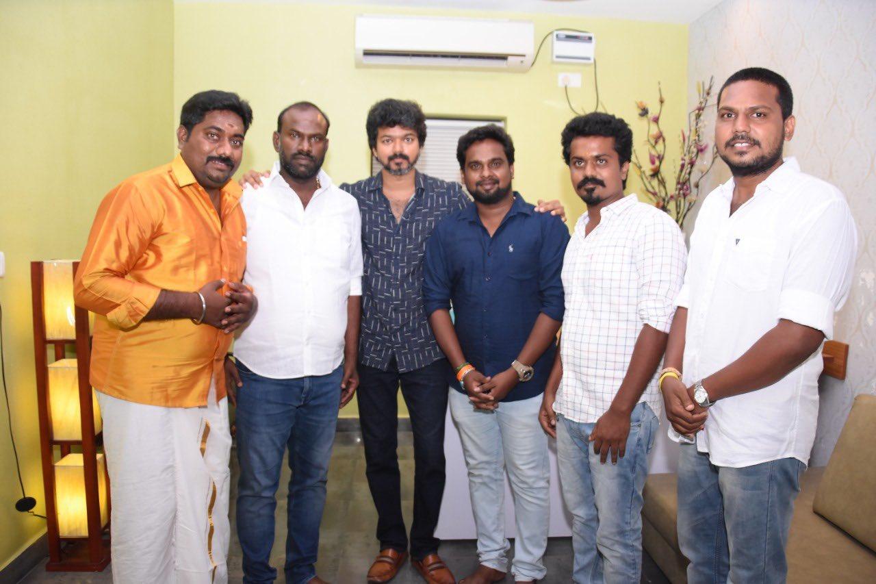 Actor Vijay meets Iyakkam office bearers and members_2