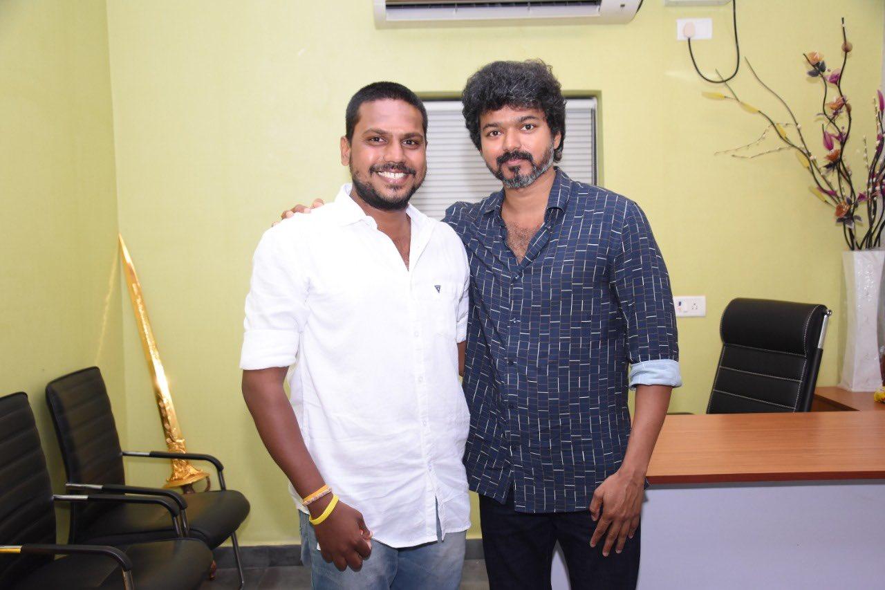 Actor Vijay meets Iyakkam office bearers and members_3