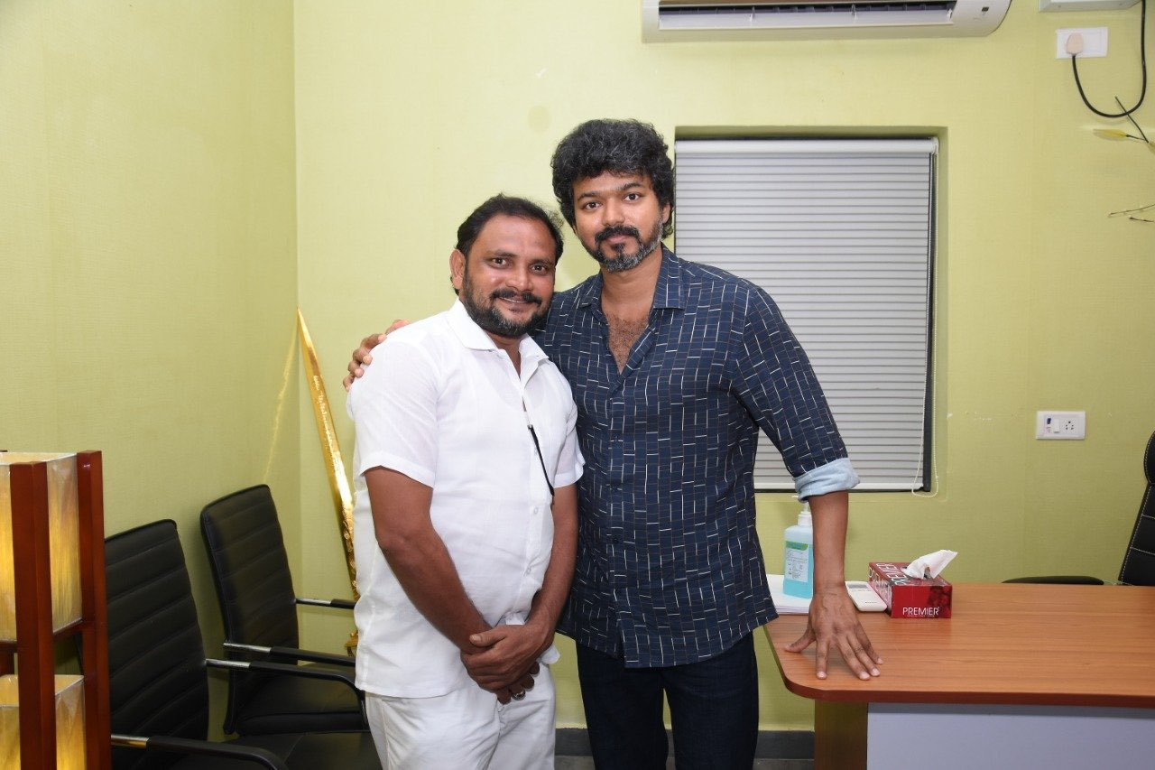 Actor Vijay meets Iyakkam office bearers and members_4