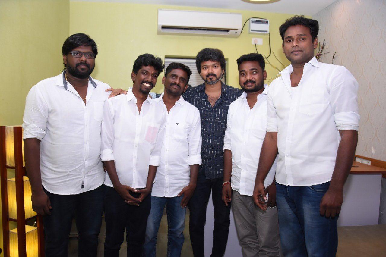 Actor Vijay meets Iyakkam office bearers and members_5