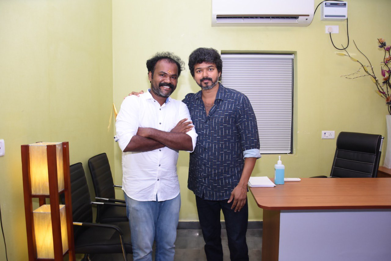 Actor Vijay meets Iyakkam office bearers and members_8