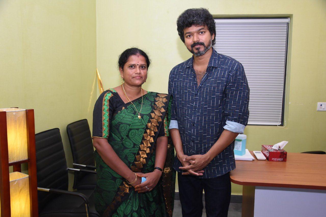 Actor Vijay meets Iyakkam office bearers and members_9
