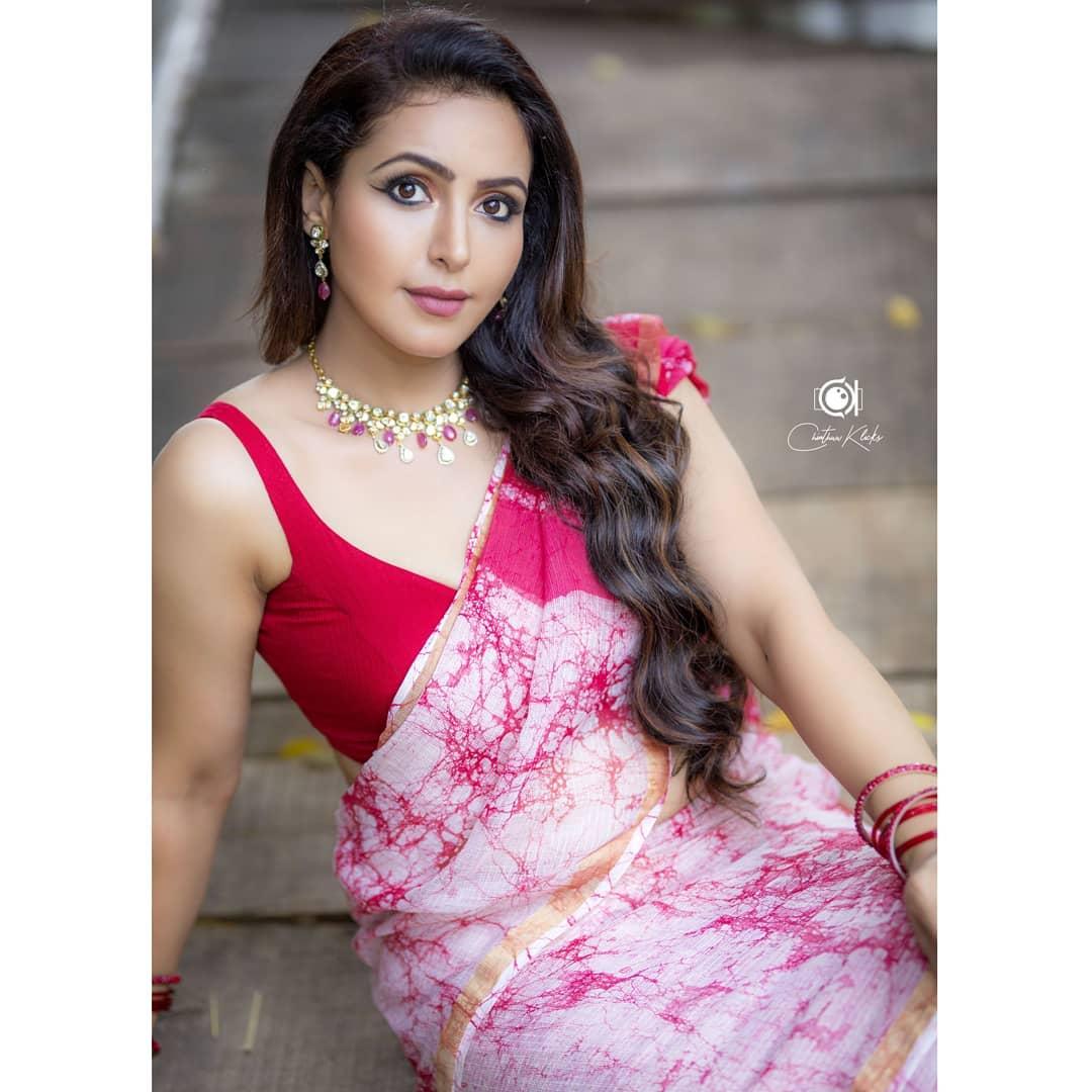 Actress Nandini Rai Latest Photos (12)