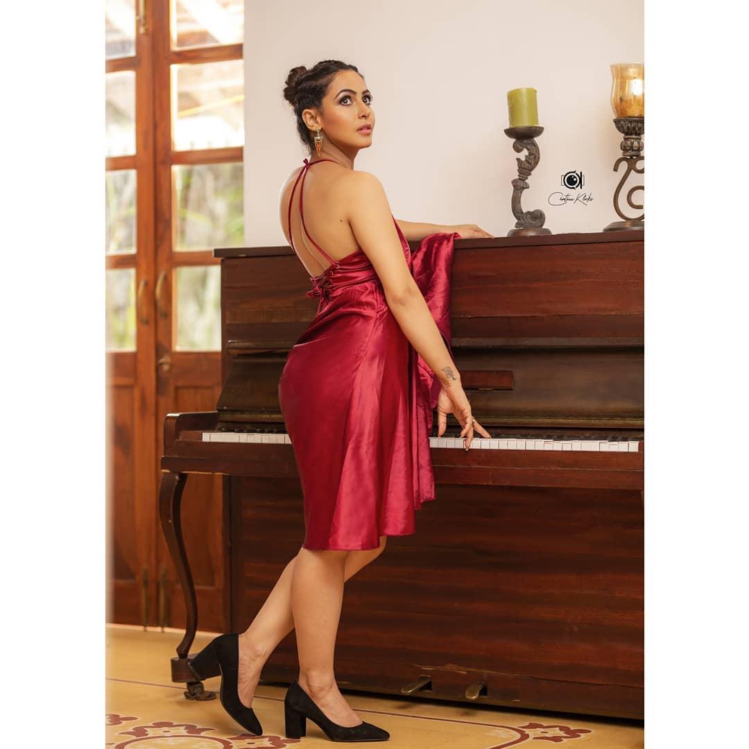 Actress Nandini Rai Latest Photos (15)