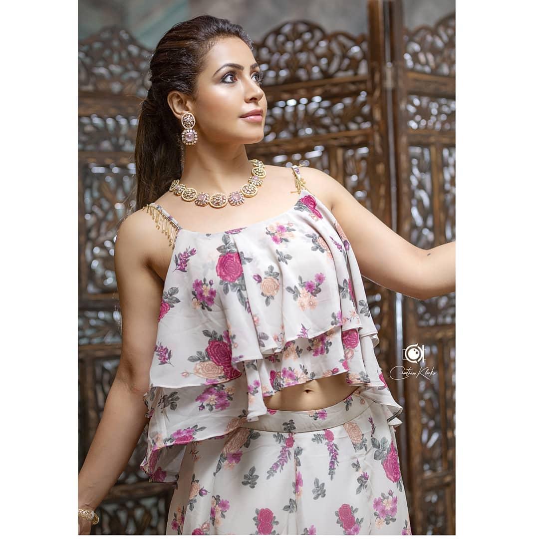 Actress Nandini Rai Latest Photos (16)