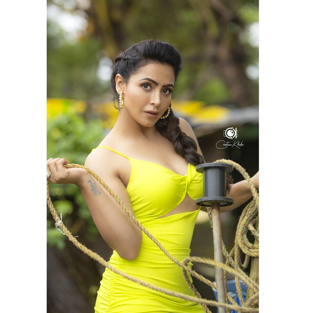 Actress Nandini Rai Latest Photos (19)